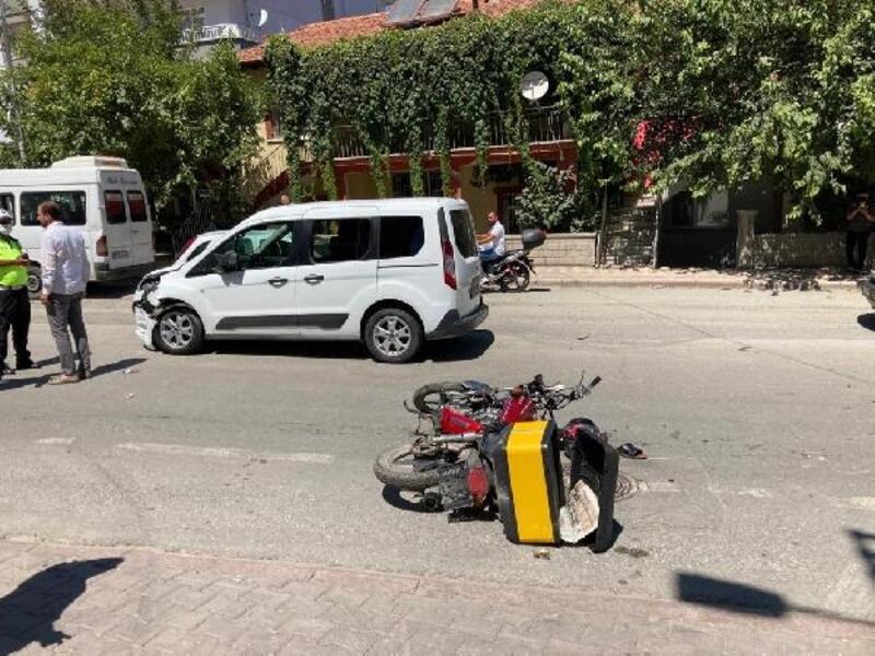 Hafif ticari araç ile çarpışan motosiklet sürücüsü ağır yaralandı