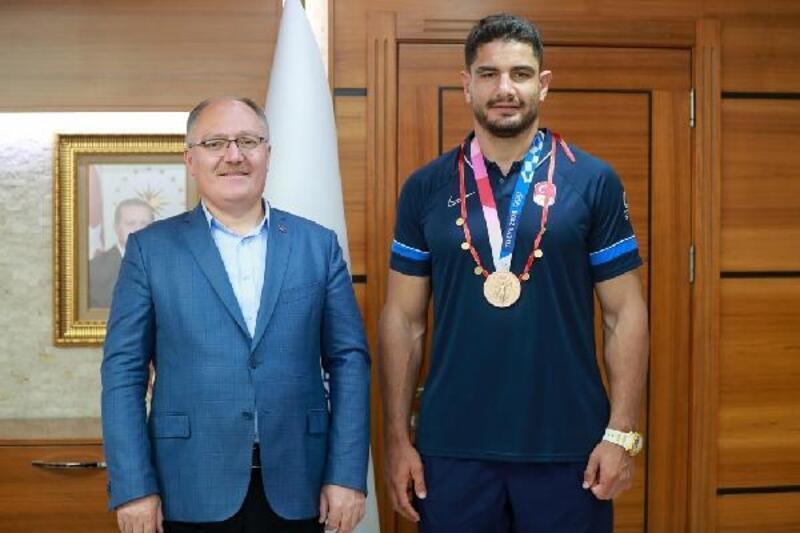 Milli güreşçi Taha Akgül'den, Başkan Bilgin'e ziyaret