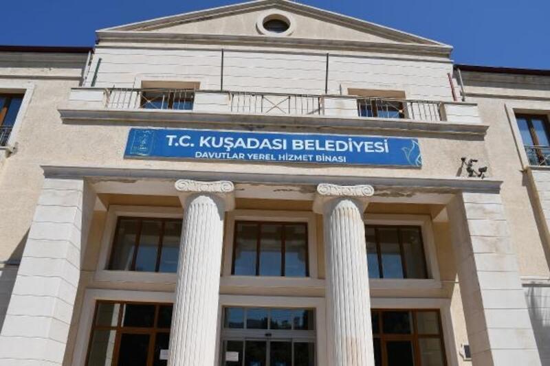Kuşadası Belediyesi'nin Davutlar hizmet binası giderek güçleniyor