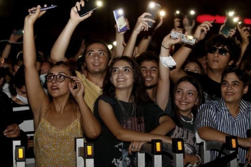 Seyhan'da gençler 'Gripin' konseriyle coştu