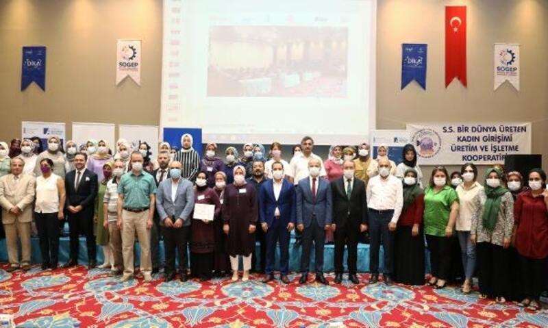 'Bir Dünya Üreten Kadın' projesini tamamlayan 65 kadına sertifikaları verildi