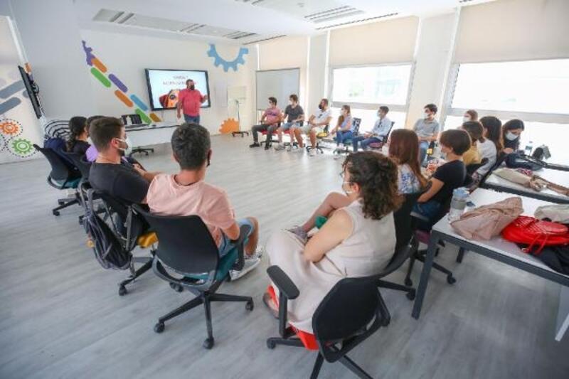 Nilüfer'de gençlere dijital katılım eğitimi