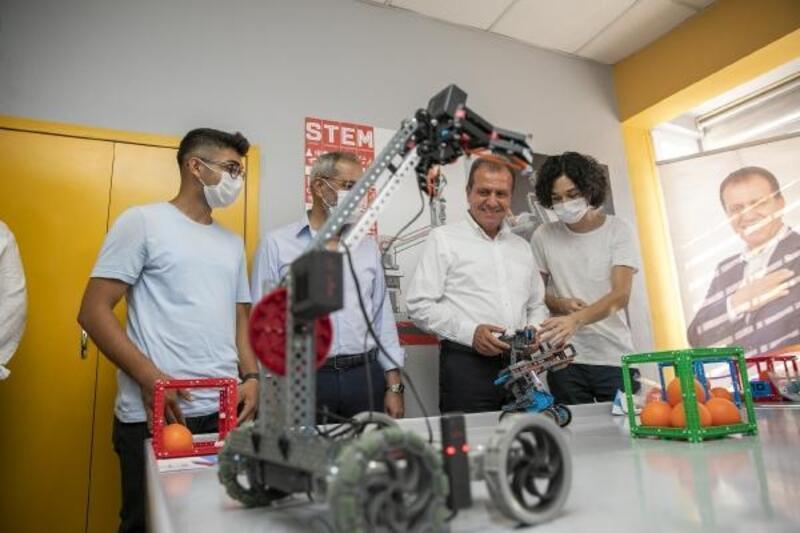 Başkan Seçer, 'Kadın ve Çocuk Bilim, Teknoloji Atölyesi'ni ziyaret etti