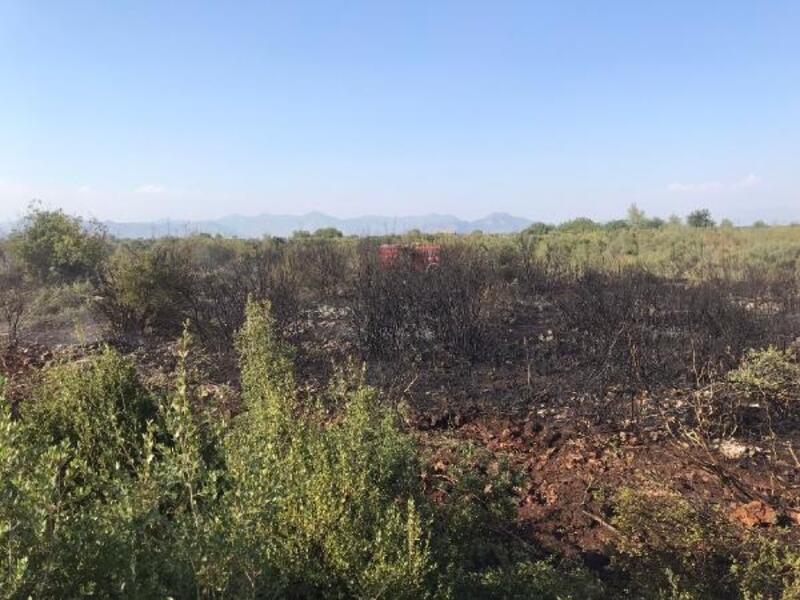 Döşemealtı'nda çalılık yangını