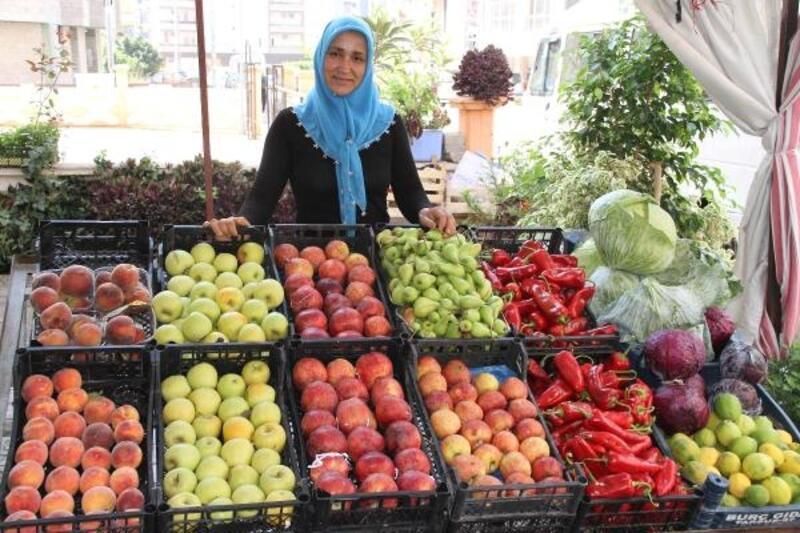 Ev kadınıyken mikro krediyle manav dükkanı açtı, ayda 3 bin lira kazanıyor