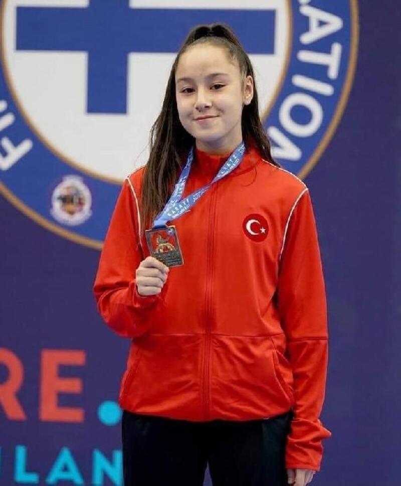 Milli karateci madalyayla döndü