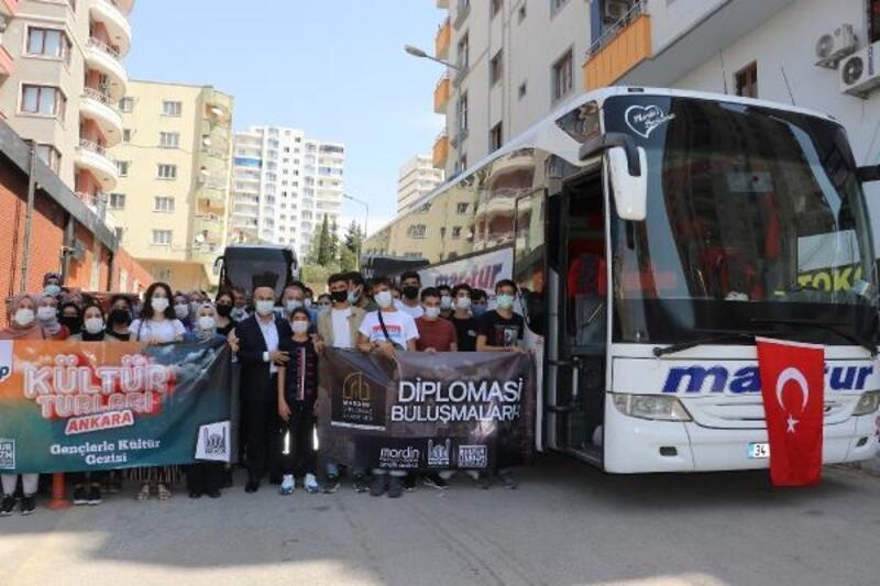 Vali Demirtaş, Ankara buluşmasına katılacak gençleri uğurladı