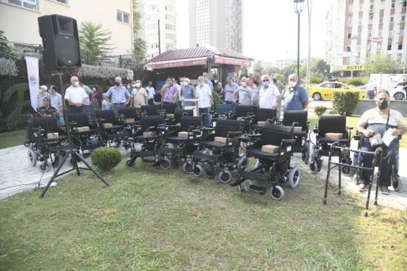 Büyükşehir'den 300 engelli vatandaşa akülü ve manuel tekerlekli sandalye