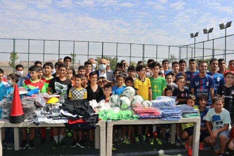 Mardin'de 370 sporcuya malzeme desteği