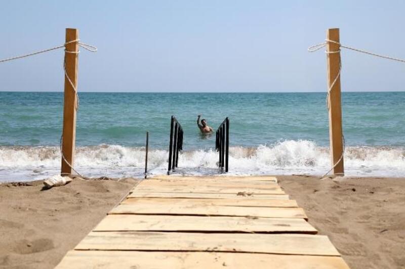 Pompeiopolis Plajı'na engelli rampası
