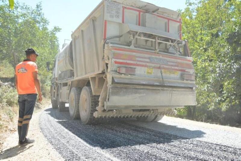 Mersin Büyükşehir'den Çamlıyayla'da asfalt atağı