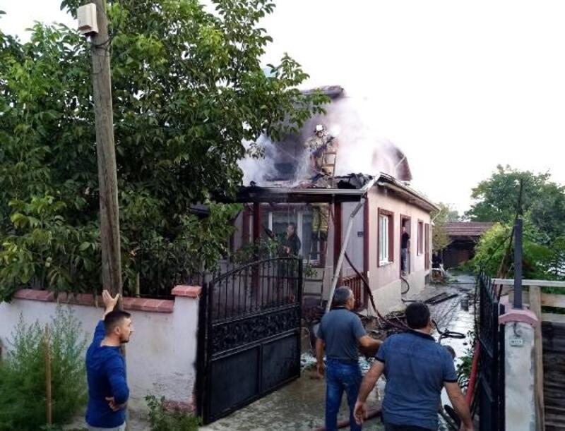 İnegöl'de iki katlı evde yangın