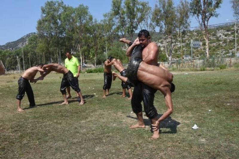 Demreli güreşçiler Elmalı'ya hazırlanıyor