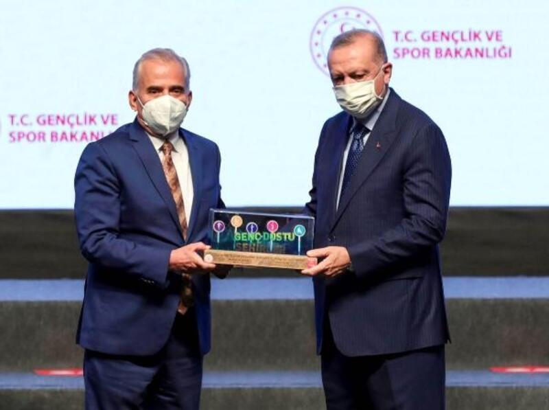 Denizli'ye  'Genç Dostu Şehir' ödülü