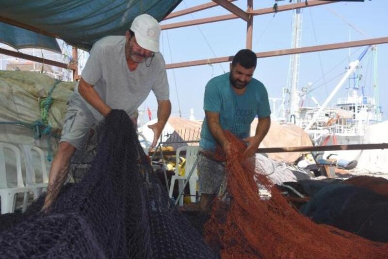 İzmirli balıkçılar, dört gözle av sezonunu bekliyor
