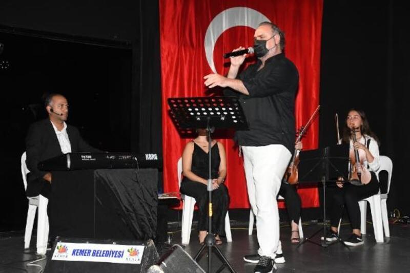 Kemer Belediyesi Çocuk ve Gençlik Bandosu'ndan ailelerine konser
