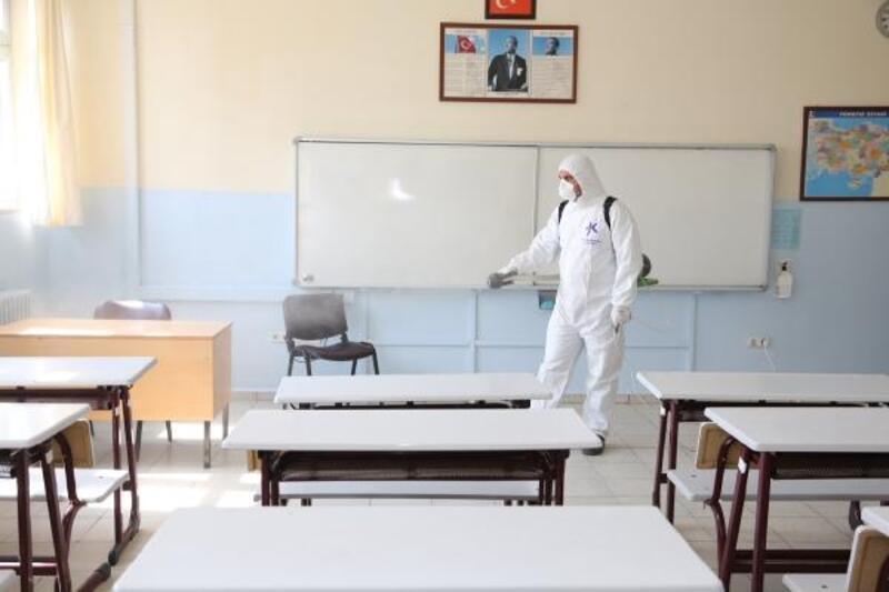 Eğitime sayılı günler kala...165 okulda dezenfeksiyon çalışması başladı