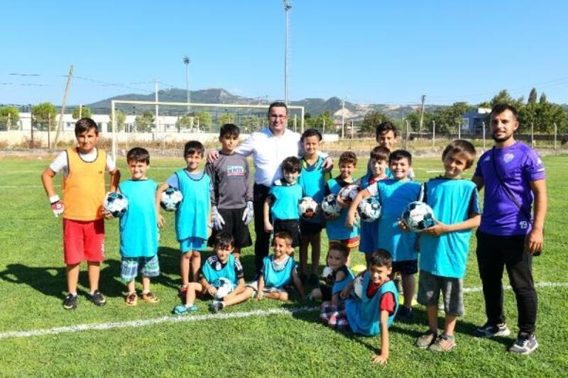 Mustafakemalpaşaspor Belediye yaz spor okulu sertifika töreni gerçekleştirildi