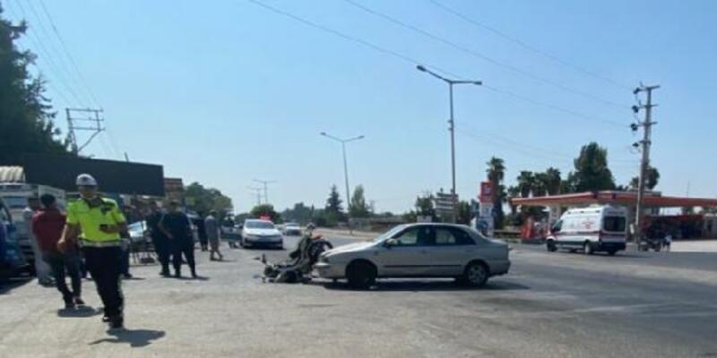 Otomobil motosiklete çarptı: 3 yaralı