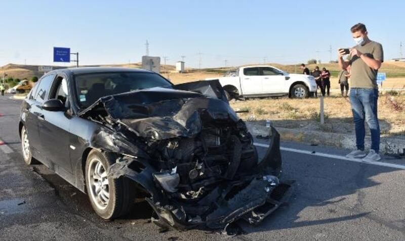 Pikap ile otomobil çarpıştı: 5 yaralı