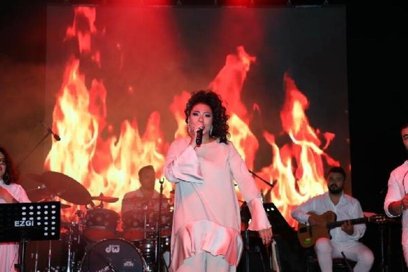 İnegöl Belediyesi, Zafer Coşkusu'nu Işın Karaca ile kutladı