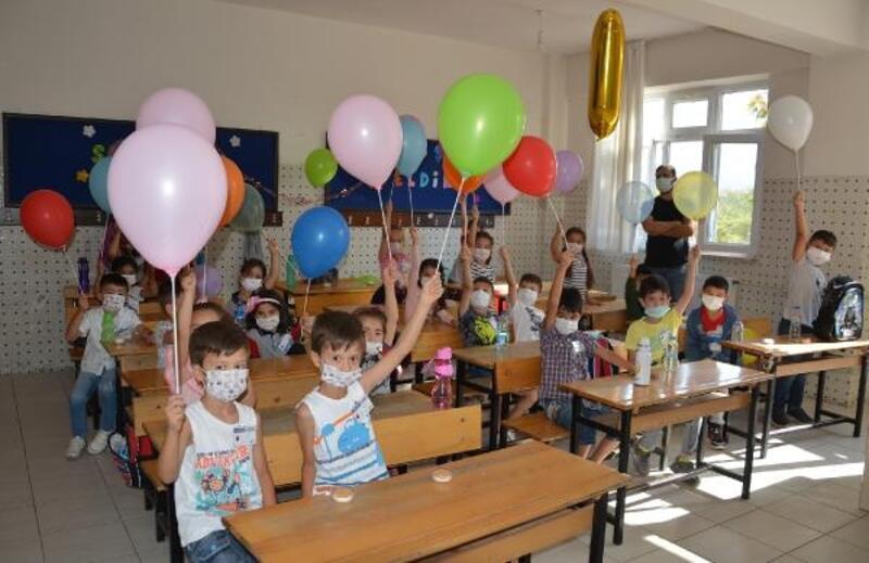 Korkuteli'de minikler okula başladı