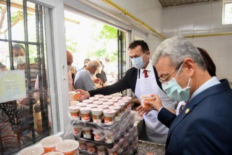 Yenişehir Belediyesi Aşevi'nde vatandaşlara aşure ikramı