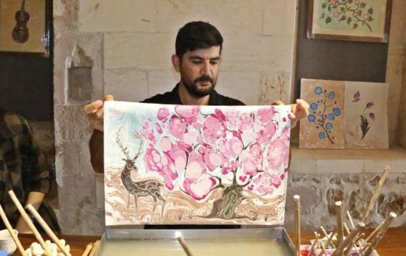 Ebru sanatında yeni tarz; yaban hayatı