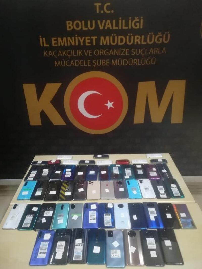 Kaçak cep telefonu satan 3 iş yerine operasyon