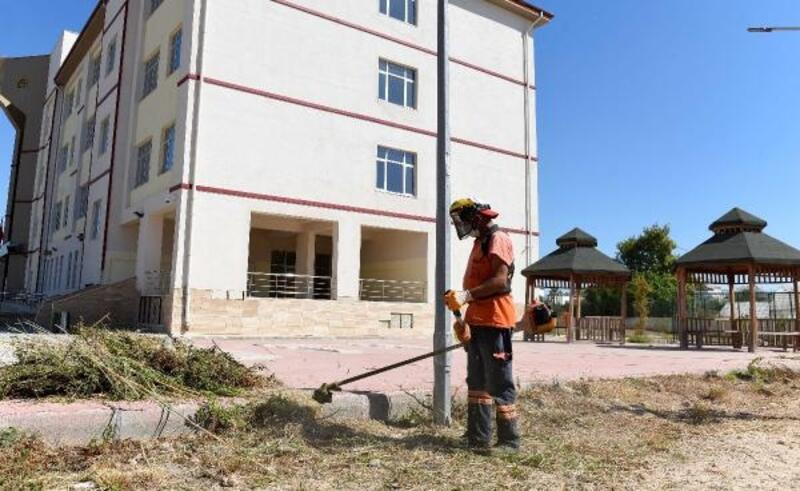 Muratpaşa, okulları dezenfekte ediyor