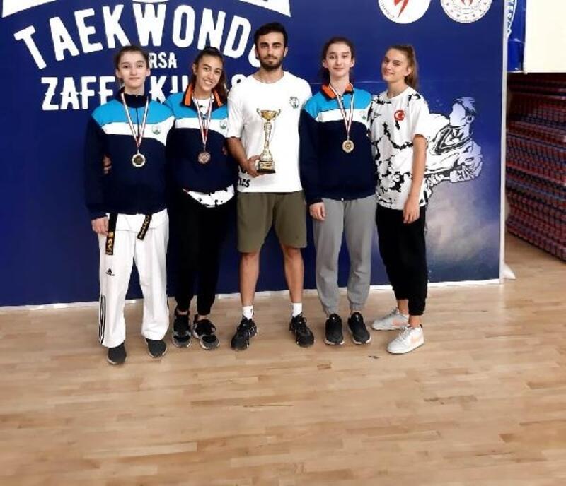 Osmangazili ikizler tekvando turnuvasına damga vurdu
