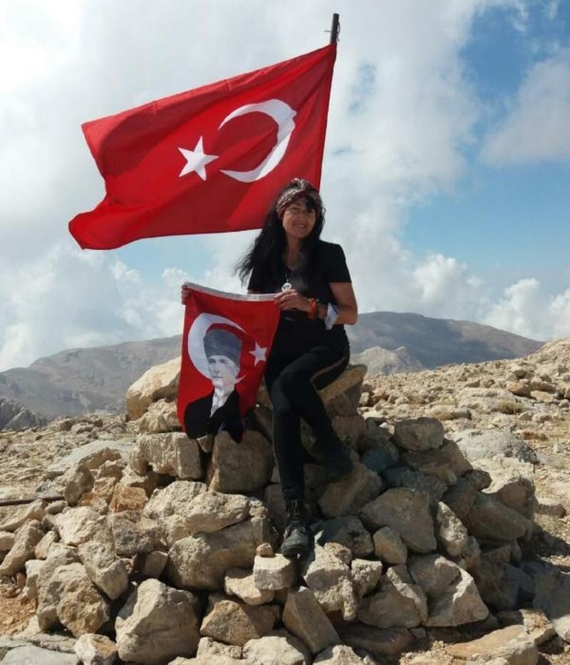 Atatürk ve şehitlere saygı için zirveye çıktılar