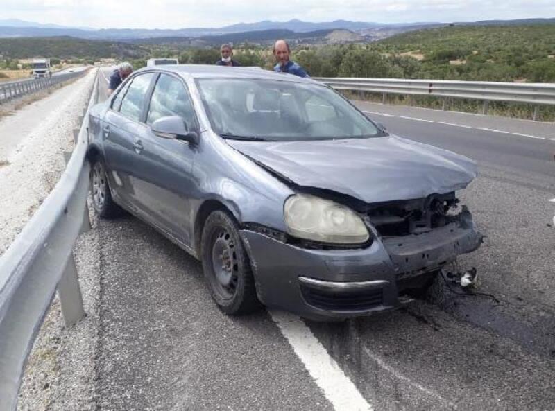 Kütahya'da otomobil bariyerlere çarptı: 1 yaralı