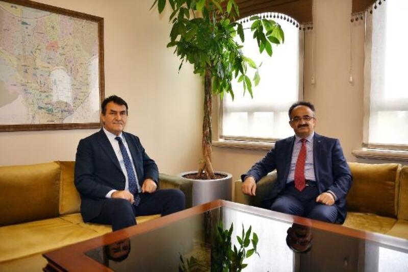 Osmangazi Belediye Başkanı Dündar, Kaymakam Orhan'ı uğurladı