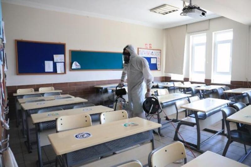 Marmaris'te okullar dezenfekte edildi