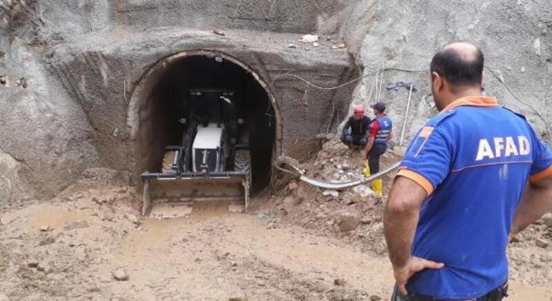 Selde kaybolan işçiyi 26 gündür çamurla dolu HES tünelinde arıyorlar