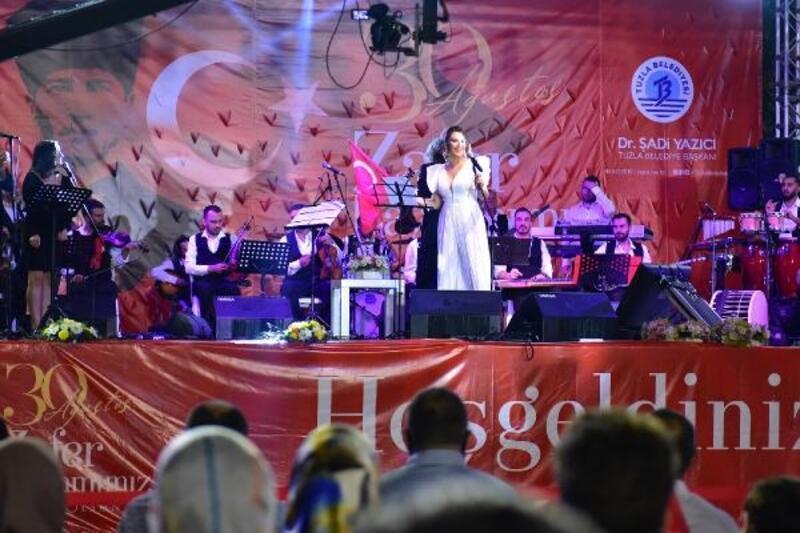 Tuzla'da 30 Ağustos Zafer Bayramı coşkusu Aslı Hünel ile yaşandı