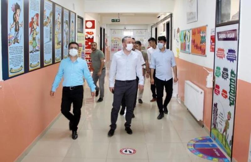 Ağrı Milli Eğitim Müdürü Kökrek okullardaki hazırlıkları inceledi