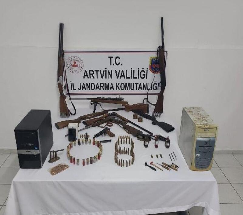 Artvin'de jandarmadan silah baskını