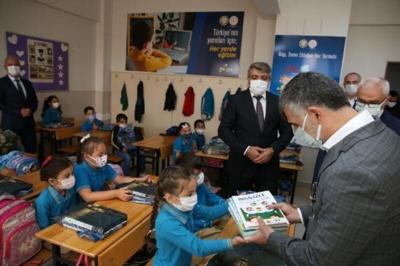 İlk ders zili çaldı, Sultanbeyli'de öğrenciler ders başı yaptı