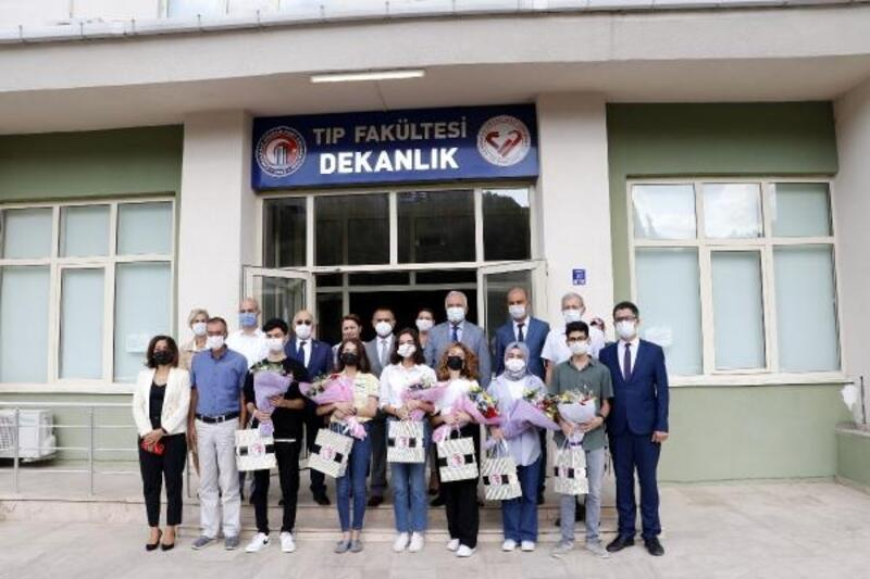 ÇOMÜ'de ilk öğrenci kayıtları Tıp Fakültesi'nde yapıldı