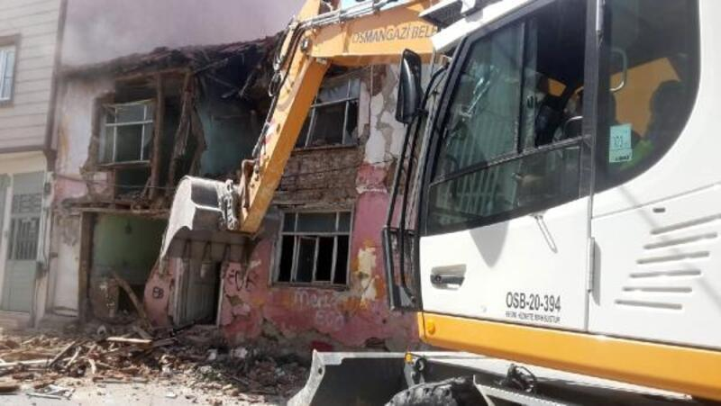 Osmangazi'de metruk binaların yıkımı sürüyor