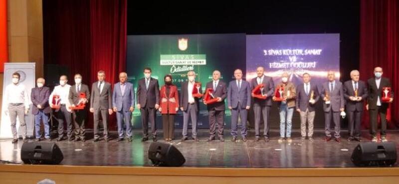 Sivas'ta 3'üncü Kültür Sanat ve Hizmet Ödülleri sahiplerini buldu
