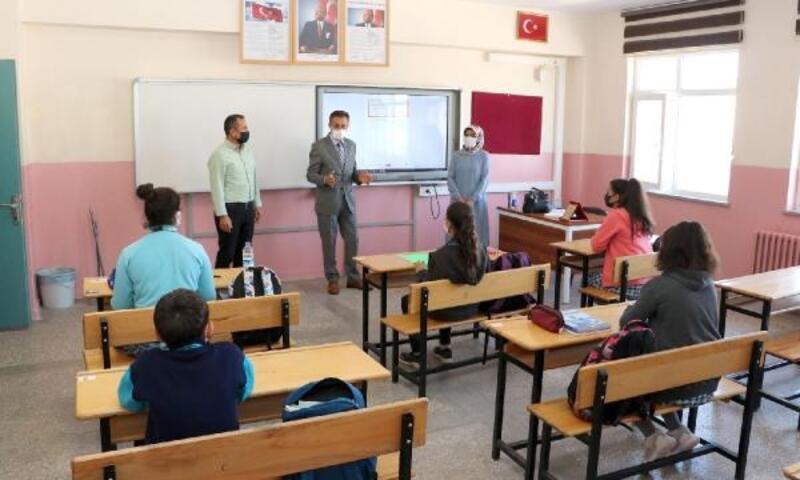 Yeni Milli Eğitim Müdürü Aslan, okulları ziyaret etti