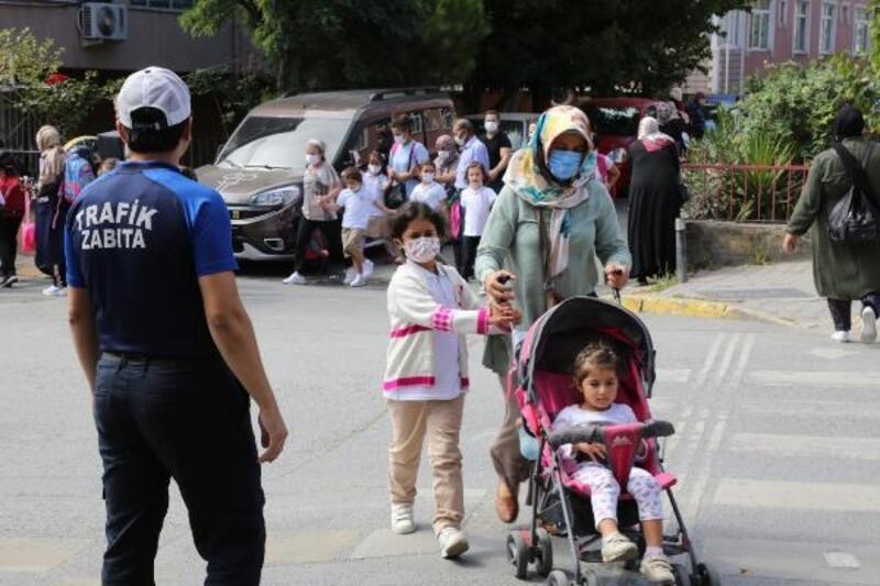 Okula giden öğrencilere trafikte zabıta desteği