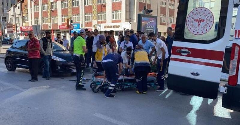 Otomobilin çarptığı anne ve oğlu hafif yaralandı