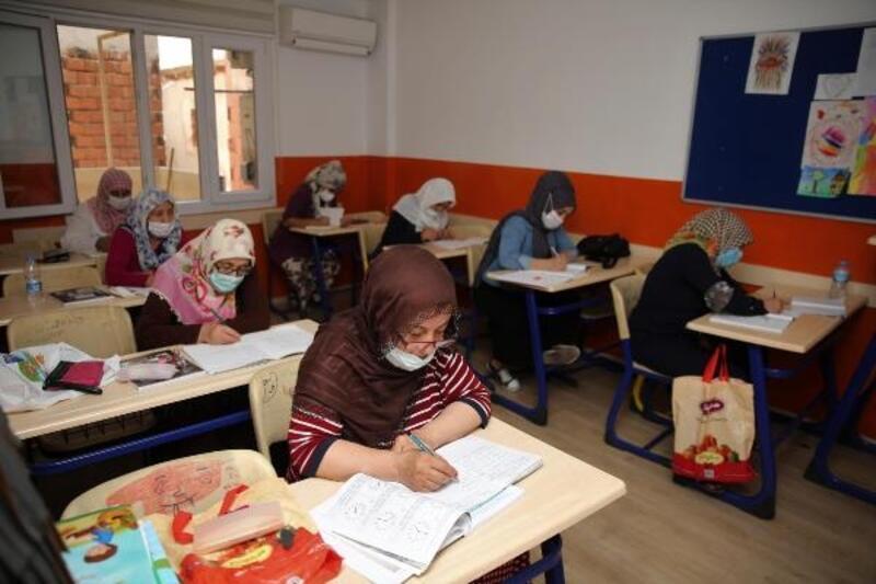 Buca'da okuma yazma - kursu kadınlara ışık oldu