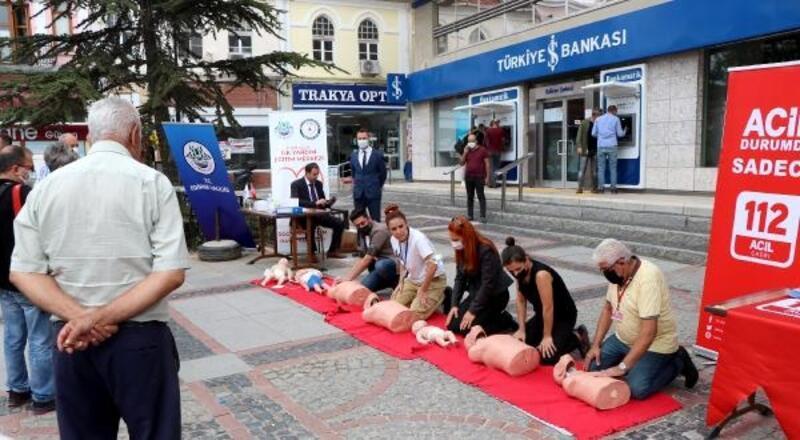 Edirne'de, kalabalık caddede ilk yardımın önemi uygulamalı anlatıldı
