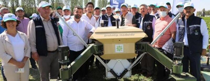 Başkan Akay, insansız tarım robotunu inceledi