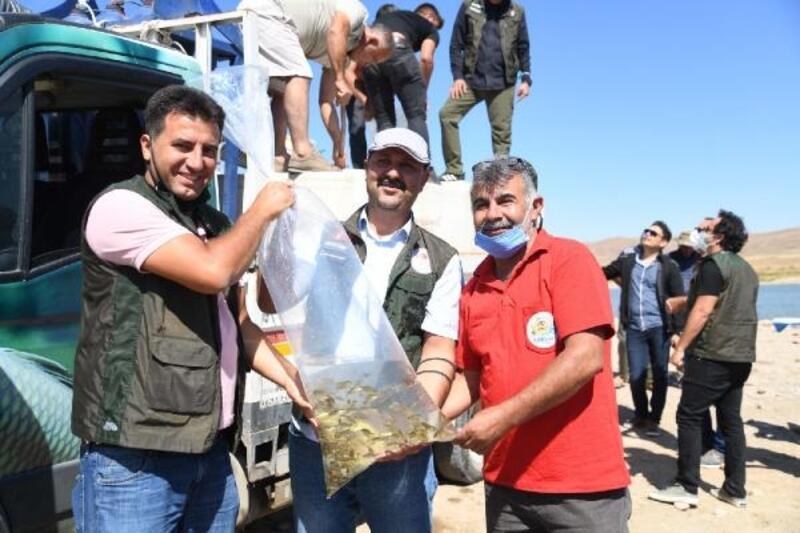 Kayseri'de 13 farklı göl ve gölete 678 bin yavru balık bırakıldı